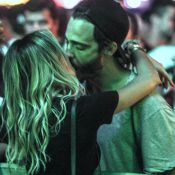 Novo casal? Thiago Rodrigues beija advogada Katrin Kenigsberg no RIR. Fotos!