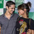 Gabriel Leone e Carlla Salle curtiram show do Bon Jovi, nesta sexta-feira, 22 de setembro de 2017