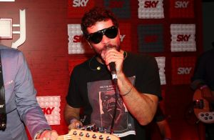 Daniel de Oliveira canta sucessos de Cazuza em camarote no Rock in Rio