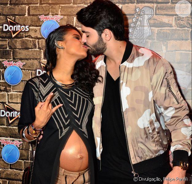 Aline Dias troca beijos com o namorado no Rock in Rio neste domingo, 24 de setembro de 2017