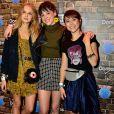 Daphne Bozaski foi outra atriz a optar pelo item fashion prático para curtir o Rock in Rio