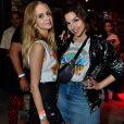 Gabriela Medvedovski também optou por pochete atravessada para se divertir no camarote do Doritos no Rock in Rio. A produção foi montada para os shows do dia 22 de setembro de 2017