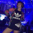 No dia 16 de setembro de 2017, o segundo de shows do Rock in Rio, Giulia Gayoso usou pochete brilhosa por cima de vestido e por baixo de casaco colorido