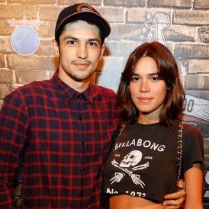 Carla Salle. Foto do site da Pure People que mostra Gabriel Leone divide closet com a namorada, Carla Salle: 'Trocamos de peças'
