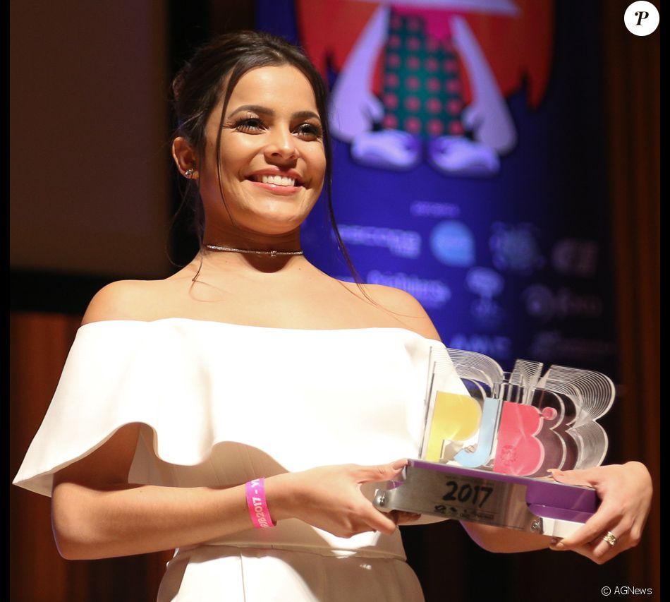Ex-BBB Emilly vence categoria Personalidade da Internet no Prêmio Jovem Brasileiro 2017
