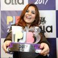 Ex-BBB Maria Cláudia levou troféu como Personalidade da Internet no Prêmio Jovem Brasileiro na noite de segunda-feira, 25 de setembro de 2017
