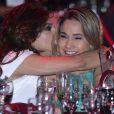 Fernanda Gentil ganhou beijo da namorada, Priscila Montandon, no Prêmio Comunique-se, em São Paulo, na terça-feira, 26 de setembro de 2017