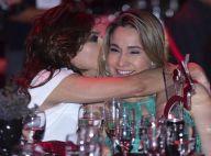 Fernanda Gentil ganha beijo da namorada ao ser homenageada em prêmio. Fotos!