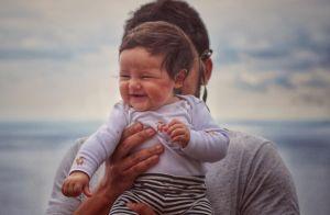 Filha de Bruno Gissoni, Madalena exibe sorriso fofo em foto: 'Amar é evolução'