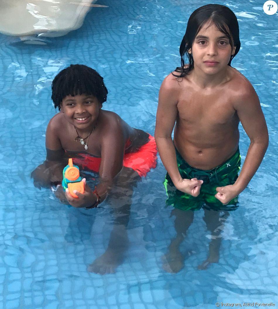 Gabriel, filho de Astrid Fontenelle, se divertiu na piscina ao lado de Marcelo durante a festa de aniversário