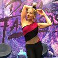 Adriane Galisteu já sente no corpo o resultado dos ensaios intensos para o 'Dança dos Famosos': ' Dei uma secada com a dança'