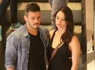 Marcos Veras e Rosanne Mulholland trocam beijos durante almoço em shopping no RJ