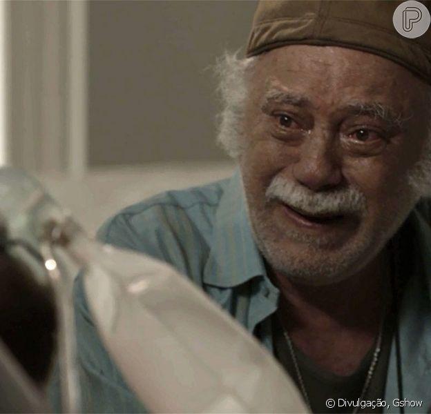 Zeca (Marco Pigossi) desperta do coma quando Abel (Tonico Pereira) chega do Pará e vai visitá-lo, na novela 'A Força do Querer', em 4 de outubro de 2017