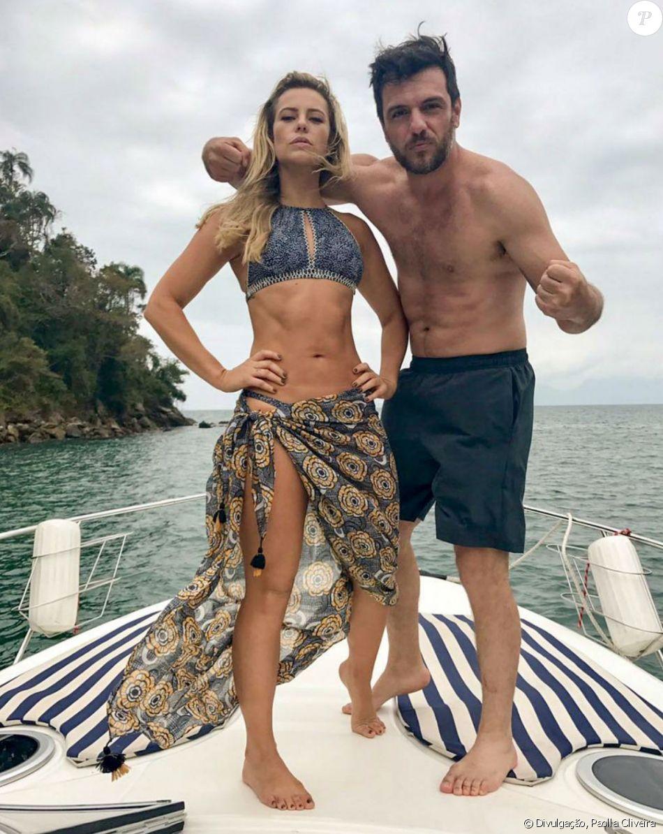 Paolla Oliveira mostrou barriga tanquinho em foto com Rodrigo Lombardi e ganhou elogios dos fãs na quarta-feira, 4 de outubro de 2017