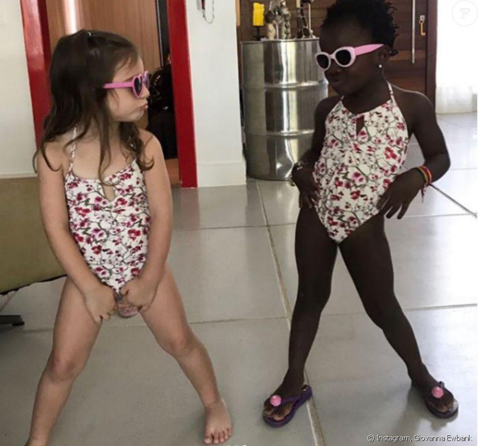 Títi posa de maiô com amiga e a mãe, Giovanna Ewbank, brinca em legenda d3263d2eb6