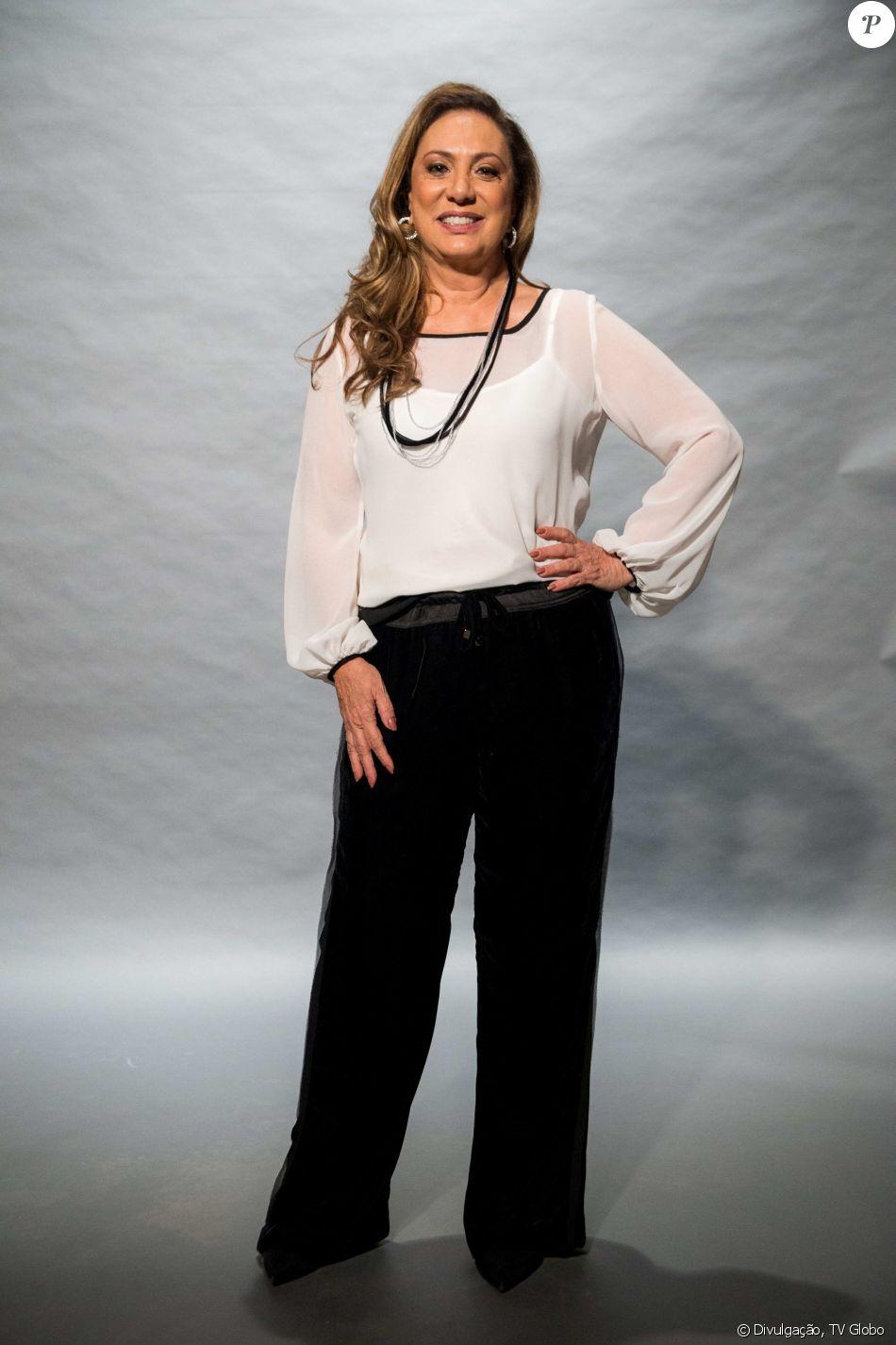 f7c235c06 Eliane Giardini apostou no look preto e branco para ir ao lançamento de 'O Outro  Lado do Paraíso', próxima novela das nove da TV Globo