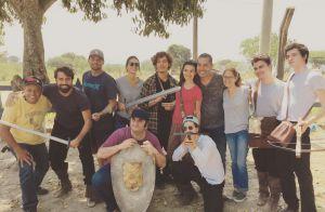 Bruna Marquezine e seu par romântico em novela posam com elenco: 'Nobres'
