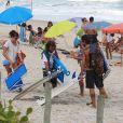 Paulinho Vilhena, Fabíula Nascimento e o grupo de amigos saíram juntos da praia