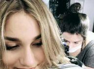 Sasha Meneghel, acompanhada de Xuxa e Fernanda Souza, tatua flor no braço. Vídeo