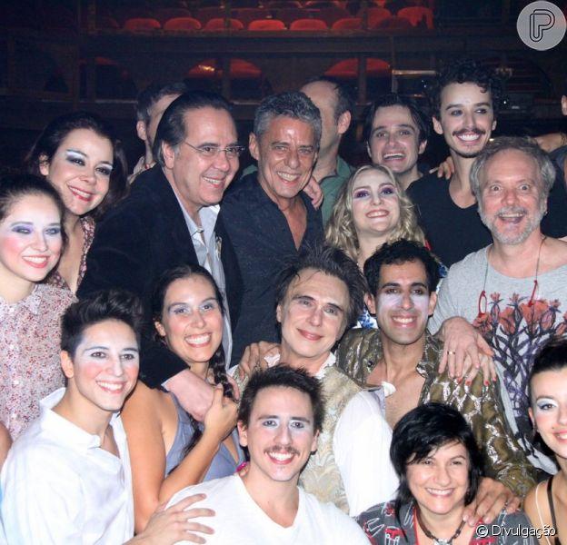 Chico Buarque prestigia o espetáculo 'O Grande Circo Místico', que tem a trilha sonora assinada por ele e por Edu lobo, em 2 de maio de 2014