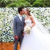 Marina Ruy Barbosa usa vestido tomara que caia em casamento com Xandy Negrão