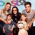 Larissa Manoela posa com ex João Guilherme e Lorena Queiroz em evento nesta segunda-feira, dia 09 de outubro de 2017
