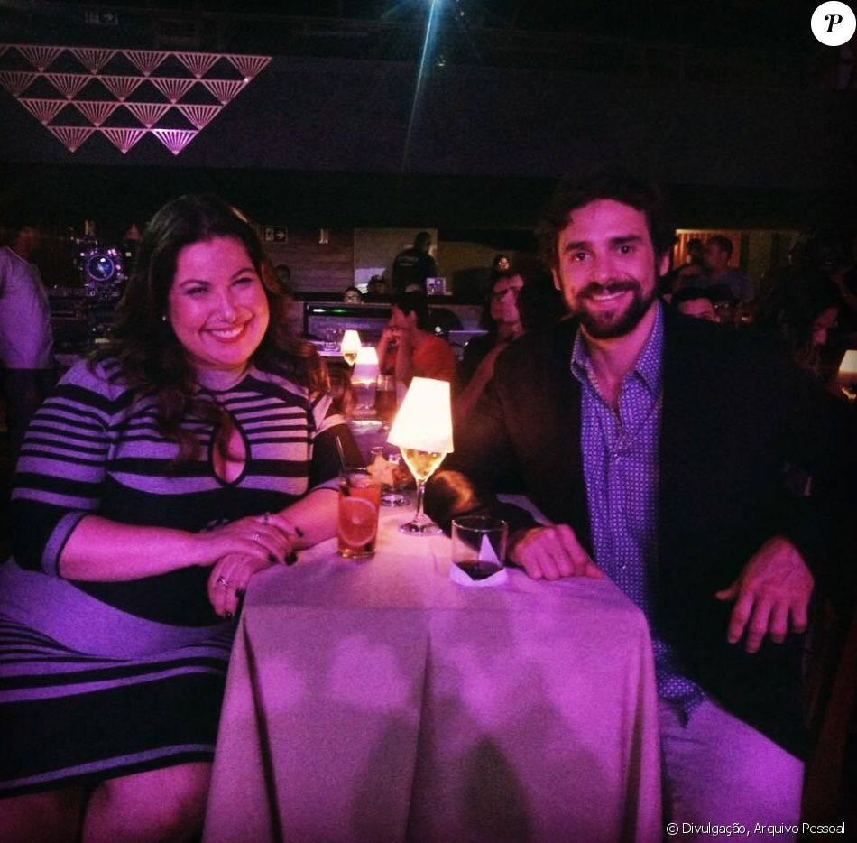 Mariana Xavier, alvo de críticas em foto com par, rebate em entrevista ao Purepeople nesta terça-feira, dia 10 de outubro de 2017