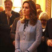 Kate Middleton exibe barriga de grávida pela 1ª vez em evento real: 'Encantada'