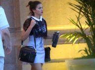 Bruna Marquezine repete look listrado ao deixar hotel no Rio de Janeiro. Fotos!