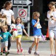 A mamãe Jennifer Garner tem a doce tarefa de cuidar de três crianças: Samuel, de 2 anos, Seraphina, de 5, e Violet, de 8 anos de idade, todos filhos da atriz com Ben Affleck