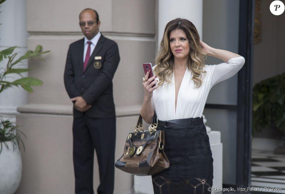 Maria Pia (Mariana Santos) corre o risco de ser desmascarada como cúmplice de Malagueta (Marcelo Serrado) após ajudá-lo a incriminar Cíntia (Bruna Spínola), em 16 de outubro de 2017, na novela 'Pega Pega'