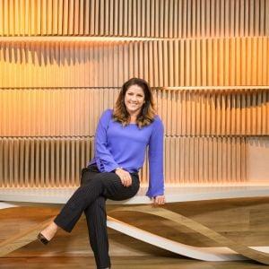 Christiane Pelajo. Foto do site da Pure People que mostra Christiane Pelajo ganha casamento surpresa feito por amigas: 'Emoção extrema'