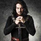 Rômulo Estrela faz aula de espada para 'Deus Salve o Rei': 'Cheio de nuances'