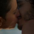 'A Força do Querer' foi encerrada com um beijo de Cláudio (Gabriel Stauffer) e Ivan (Carol Duarte)