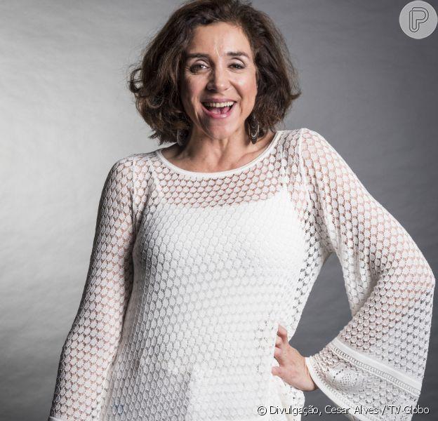 Marisa Orth, no ar como a portuguesa cantora de fado Celeste Hermínia em 'Tempo de Amar', completa 54 anos neste sábado, dia 21 de outubro de 2017, e entrega ser cuidadosa com sua aparência