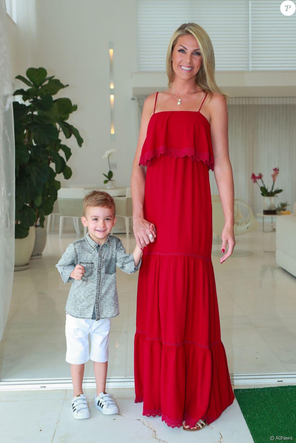 9447da6c16944 Ana Hickmann registrou queixa por conta de comentários preconceituosos contra  o filho nesta quarta-feira