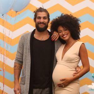 Bernard. Foto do site da Pure People que mostra Nasce o primeiro filho de Sheron Menezzes e Saulo Bernard, Benjamin
