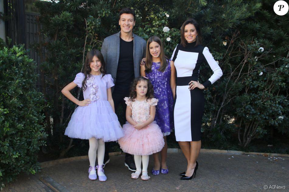 Rodrigo Faro comemorou 44 anos ao lado da mulher, Vera Viel, e das filhas  Helena, Clara e Maria