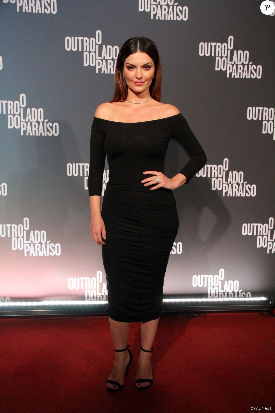 Mayana Neiva deixou as curvas à mostra com um look colado ao corpo na festa de 'O Outro Lado do Paraíso'