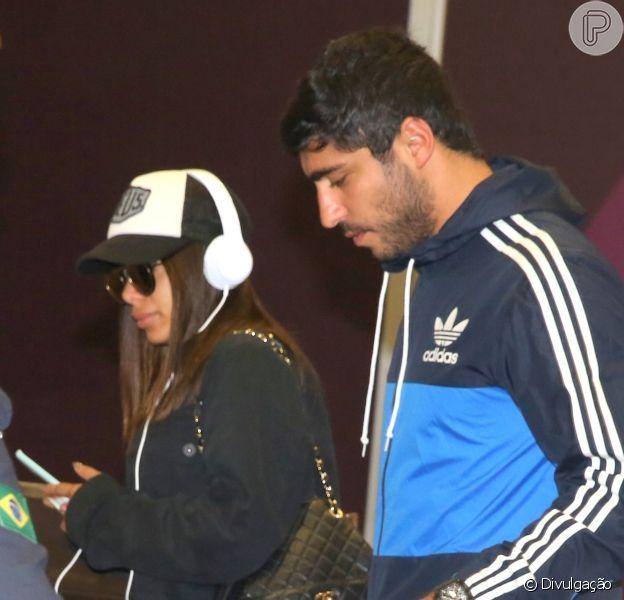 Anitta posa com o namorado, Thiago Magalhães, em 21 de outubro de 2017
