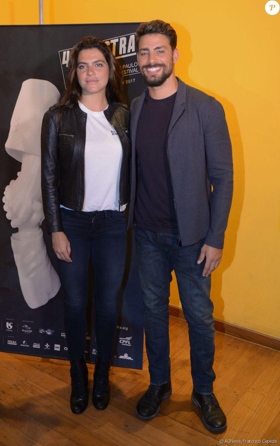 Cauã Reymond é prestigiada pela namorada, Mariana Goldfarb, no lançamento do filme 'Não Devore meu Coração', em São Paulo, em 21 de outubro de 2017