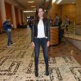 Mariana Goldfarb aposta em look básico para lançamento do filme 'Não Devore meu Coração' na 41ª Mostra Internacional de Cinema de São Paulo