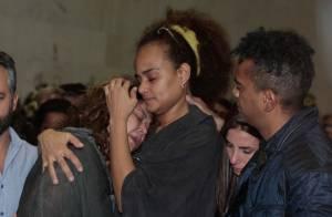 Familiares e amigos se despedem de Jair Rodrigues no velório, em São Paulo