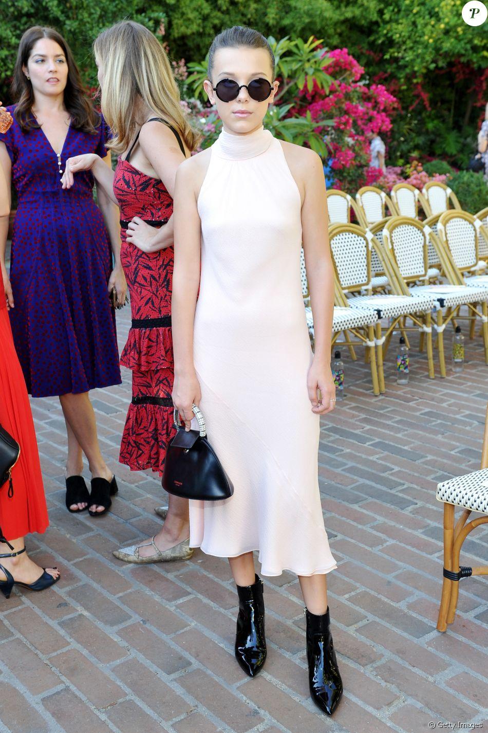 f6603495c3849 Millie Bobby Brownsurgiu cheia de estilo em evento da revista  Vogue  em  Los Angeles