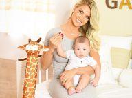 Andressa Suita comemora 4 meses do filho, Gabriel, e encanta web: 'Lindos!'