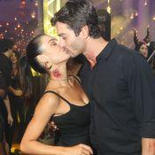 Isis Valverde, de vampira, beija namorado em festa de Halloween no Rio. Fotos!