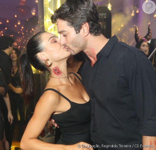 Isis Valverde beijou o namorado, André Resende, durante festa no Copacabana Palace, Zona Sul do Rio de Janeiro neste sábado, dia 28 de outubro de 2017