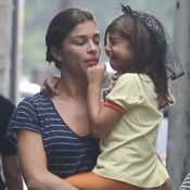 Grazi Massafera consola a filha, Sofia, após choro com tiara de Halloween. Fotos