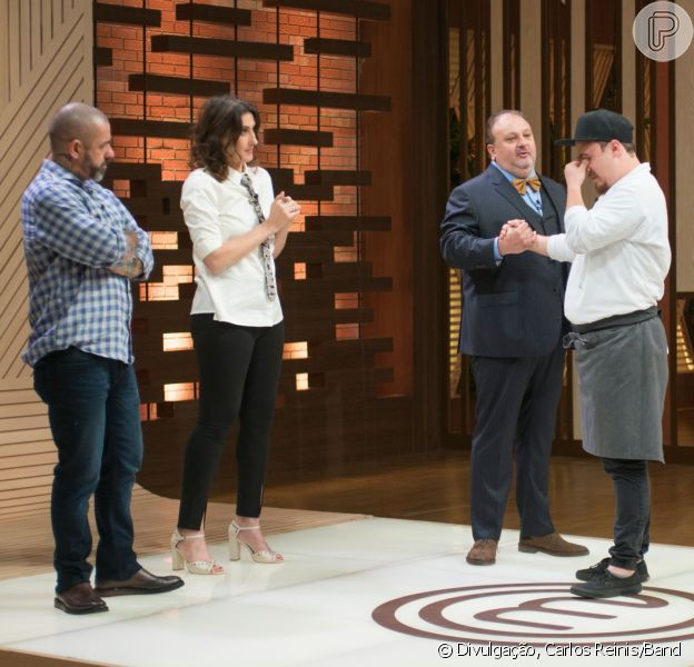 Paola Carosella revelou torcida por Ravi ao anunciar a eliminação do cozinheiro no 'MasterChef Profissionais', na terça-feira, 31 de outubro de 2017