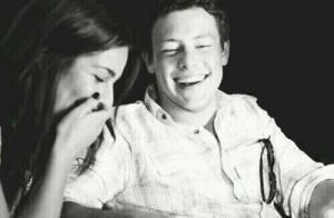 Lea Michele faz homenagem de aniversário a Cory Monteith: 'Sorriso mais lindo'